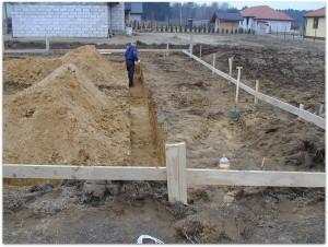 Budowa domów nie byłaby kompletna bez wytyczenia budynku.
