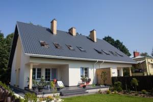 Budowa domów wstanie surowym totakże tarasy, których wielkość ikształt można ustalić dopiero, jak stoi wybudowany dom.